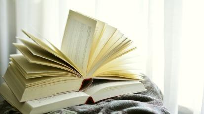 books-2546044_1920